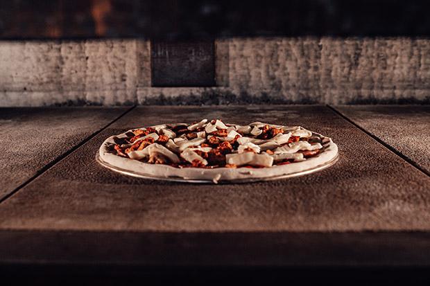 https://enzoschippy.com/wp-content/uploads/2020/05/pizza-on-table-1.jpg